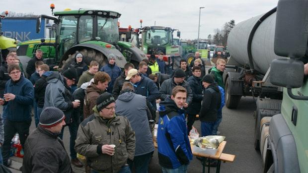 Bauern erzwingen Gespräch mit Lidl-Chef