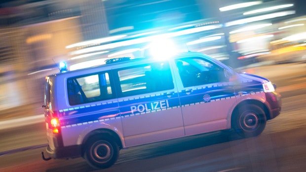 Nach Angriff: Mann verwechselt Täter und schlägt ihm Glas ins Gesicht
