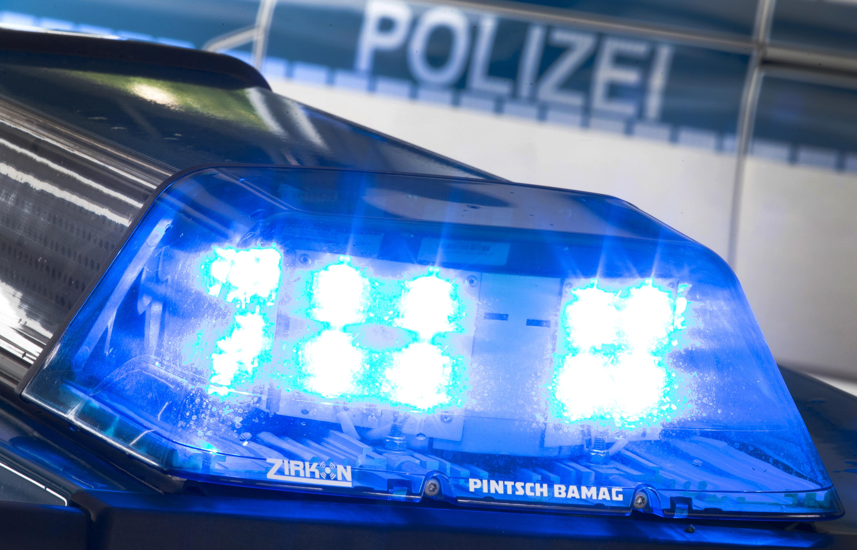 Schwerer Unfall zwischen Schweizer Haus und Maria Rast: Ein Steinfelder verlor in der scharfen Linkskurve die Kontrolle über seinen Wagen. Foto: dpa/Gentsch