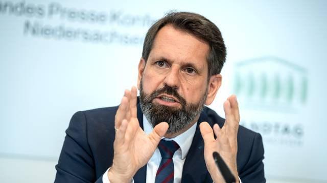 Umweltminister Olaf Lies. Foto: Sina Schuldt/dpa