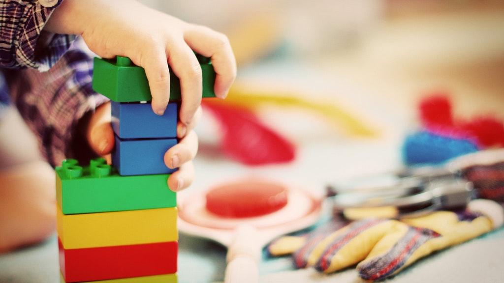 Stein auf Stein: In Visbek sollen zügig zwei neue Kindergärten gebaut werden. Symbolfoto: Pixabay