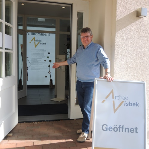 Manfred Gelhaus, Vorsitzender des Visbeker Heimatvereins, freut sich bereits darauf, wieder Besucher im ArchäoVisbek begrüßen zu dürfen. Foto: Koopmeiners