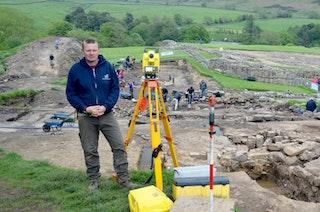 Andrew Birley ist promovierter Archäologe und Experte für die Ausgrabungen auf dem Gelände des römischen Kastells Vindolanda. Foto: dpaHeimann