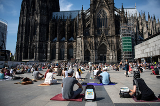 Sieht für Manchen aus wie Notre-Dame: Der Kölner Dom ist eines der deutschen Wahrzeichen. Foto: dpa