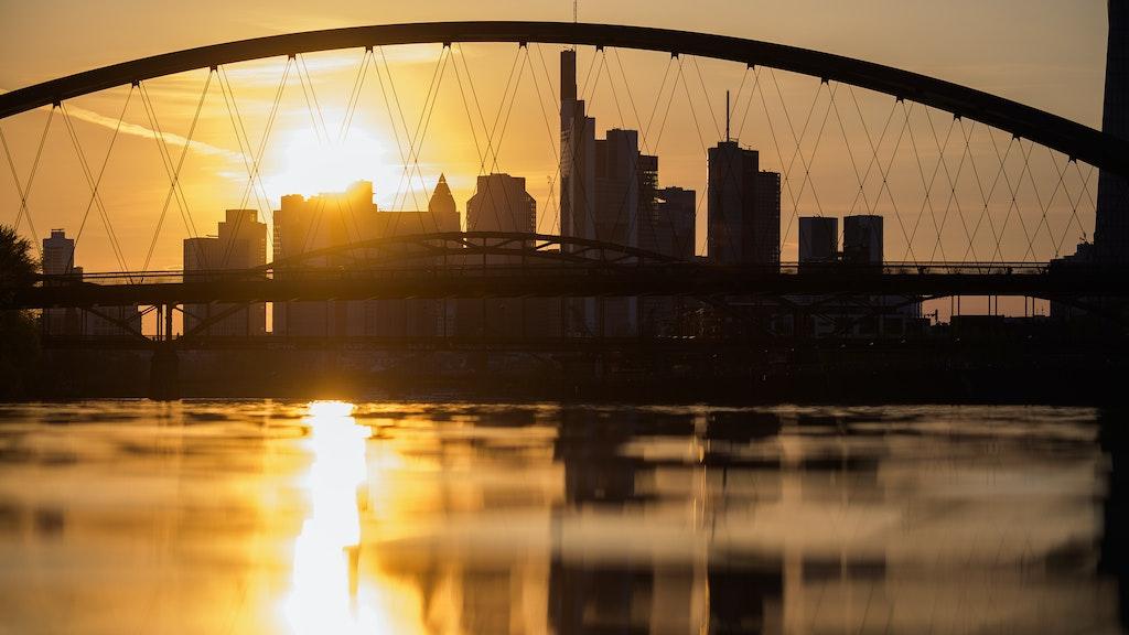 Sieht aus wie New York, ist es aber nicht: die Frankfurter Skyline. Foto: dpa