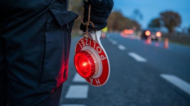 Mit 3,28 Promille: Radfahrer touchiert Pkw