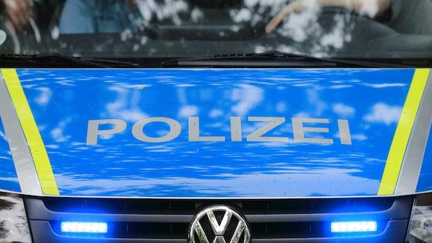 Rollerfahrer flüchtet vor Polizei - aus vielen Gründen...