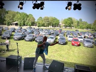 Hat schon Erfahrung mit dem neuen Konzertformat: Volker Rosin bei einer Autodisco in Delbrück. Foto: Rosin
