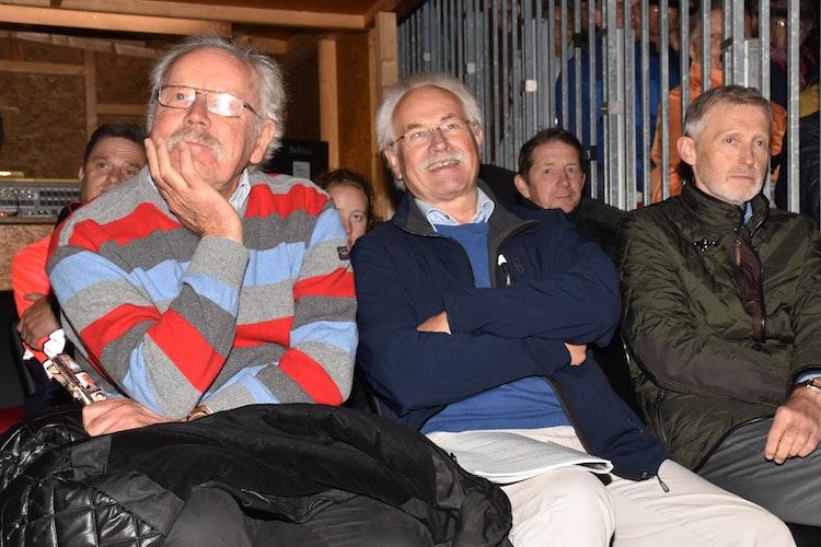 Bernd Kessens (vorne, Mitte), Motor des Vereins Theater Dammer Berge, freute sich vergangenes Jahr über die positive Resonanz auf die Dom-Festspiele. Foto: Lammert