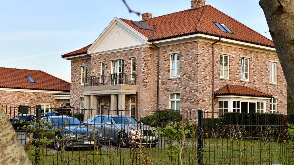 Die Villa in Hausstette ist leer. Die Bentleys hat die Staatsanwaltschaft beschlagnahmt. Foto: M. Niehues