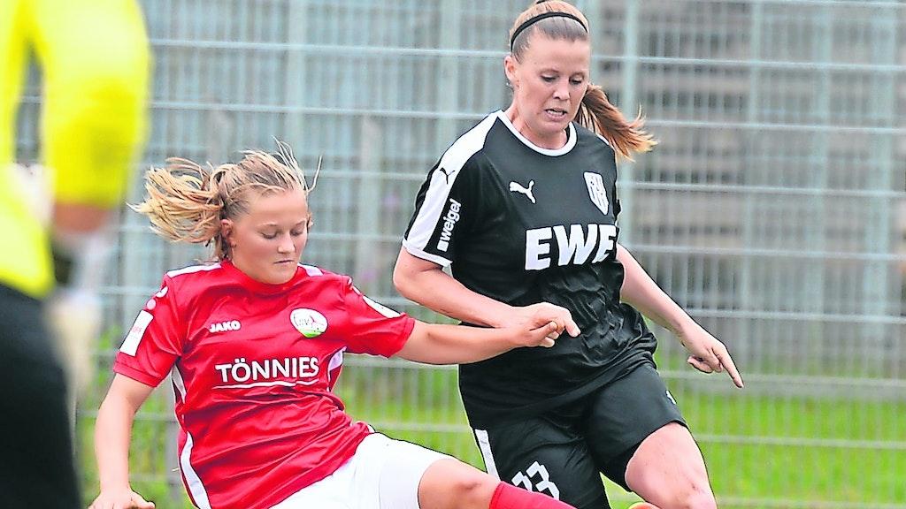 Ausgebremst: Auf Spiele in der 2. Bundesliga wird der BV Cloppenburg (hier mit Jannelle Flaws, rechts, gegen Gütersloh) wohl noch länger warten müssen. Ein Saisonabbruch bahnt sich an. Foto: Langosch