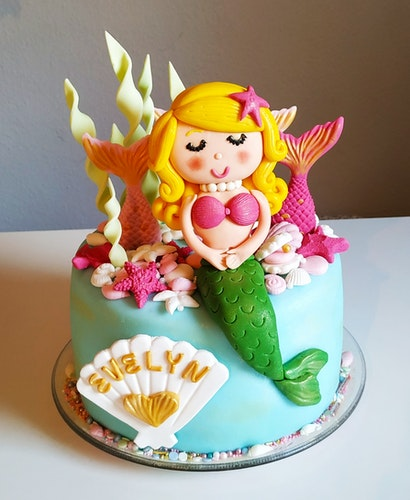 Meerjungfrau: Mit viel Liebe zum Detail werden die Torten gestaltet, wie diese für Evelyn.Foto: © Riddebrock