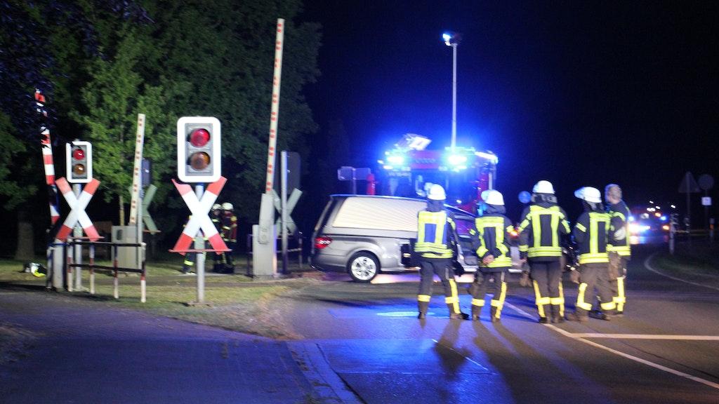 Feuerwehr, Rettungsdienst und Polizei waren in der Nacht im Einsatz. Sie konnten nichts mehr für 42-Jährigen tun. Foto: Speckmann