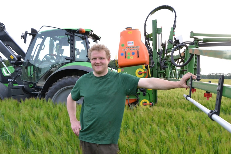 Steht hinter seiner Wirtschaftsweise: Christian Lübbe betreibt konventionellen Ackerbau.