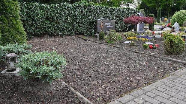 Knochenfunde bleiben in der Grabstelle