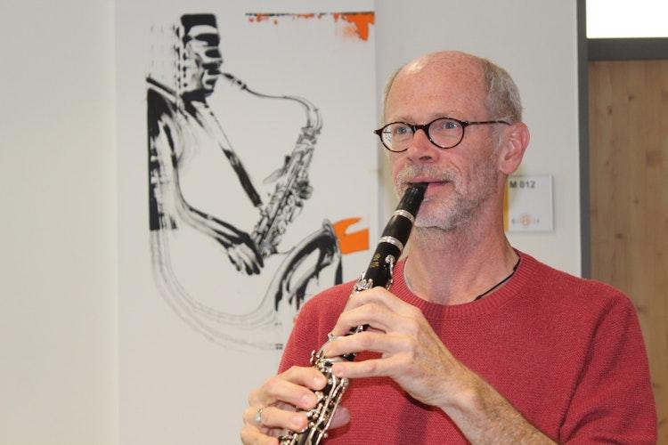 Rainer Wördemann spielt seit seinem fünften Lebensjahr ein Instrument und tritt mit unterschiedlichen Ensembles auf. Foto: Heinzel