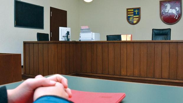 Richter: 18-Jähriger muss KZ besuchen