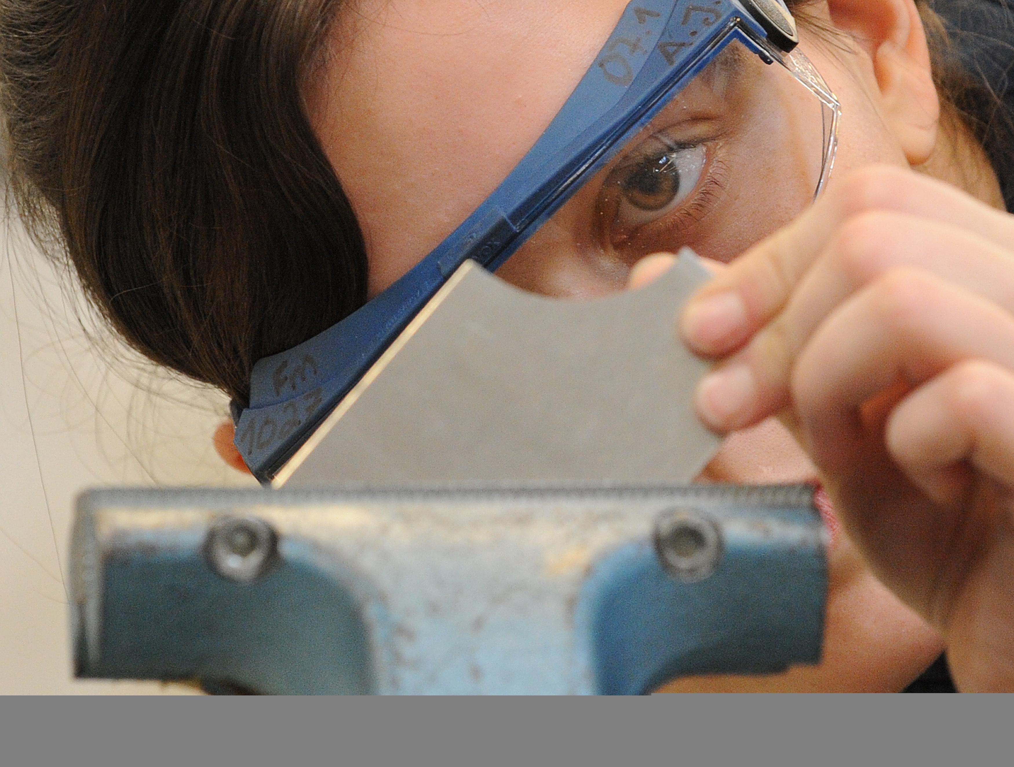 Die Zahl der im Bezirk der Oldenburgischen Industrie- und Handelskammer Oldenburg abgeschlossenen Ausbildungsverträge sinkt erheblich. Foto: dpa/Marcus Brandt