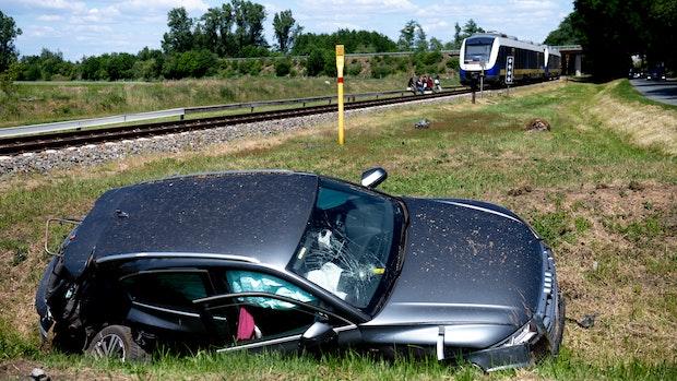 Nordwestbahn kracht in Auto