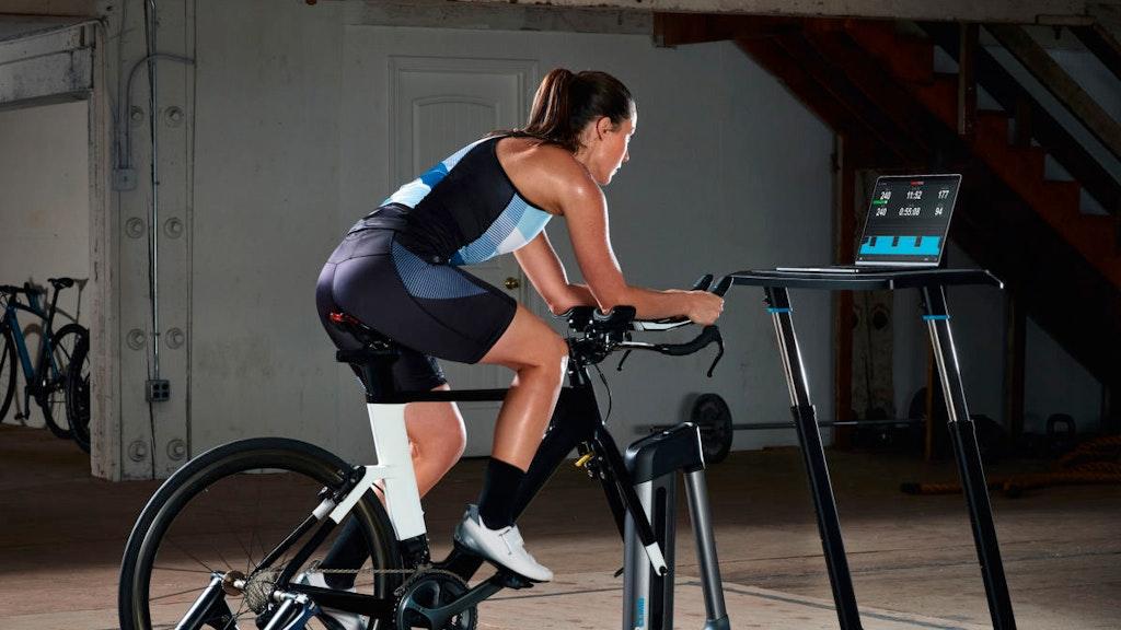 Kickr Core von WaHoo ist ein Biketrainer der ein realistisches Indoorerlebnis bietet