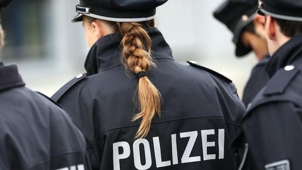 Betrunkener wird handgreiflich und bedroht Polizisten