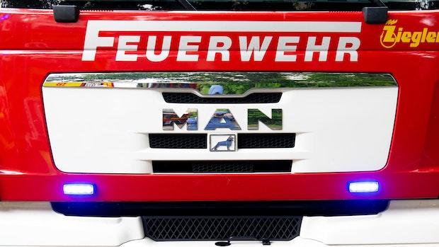 Grill mit Gasbrenner angezündet: Gartenhaus brennt in Damme ab