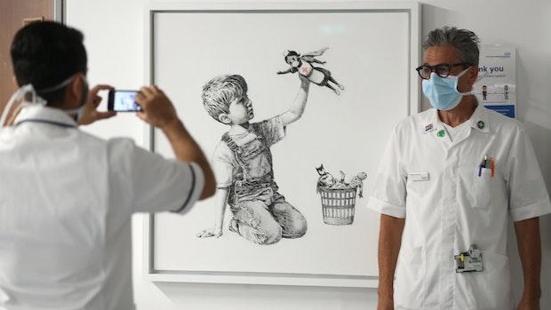 Banksy stellt Krankenschwester als Superheldin dar