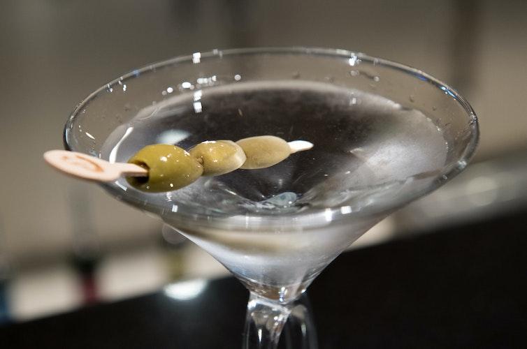 Bekannt aus den James Bond Filmen: Der Wodka Martini. Foto: dpaWarnecke