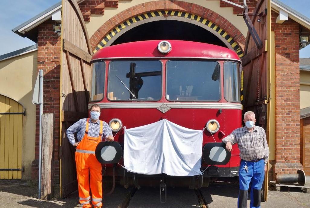 Verlorene Saison: Der Uerdinger Schienenbus dürfte wieder den Lokschuppen verlassen. Doch er bleibt aus Kostengründen stehen.     Foto: C. Passmann