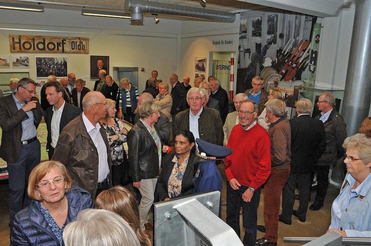"""strongZur Ausstellungseröffnungstrong Zug um Zug"""" im Industriemuseum Lohne erschien dieses Foto als Titelbild der Ausgabe im Oktober 2015. Foto: Stadtmedienarchiv LohneBernard Warnking"""