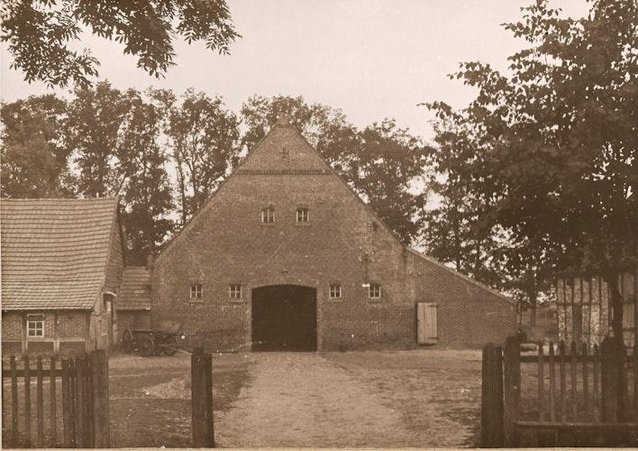 Der Hof Block an der Friesoyther Straße: Heute steht dort der Combi-Markt. Foto: Archiv Pille