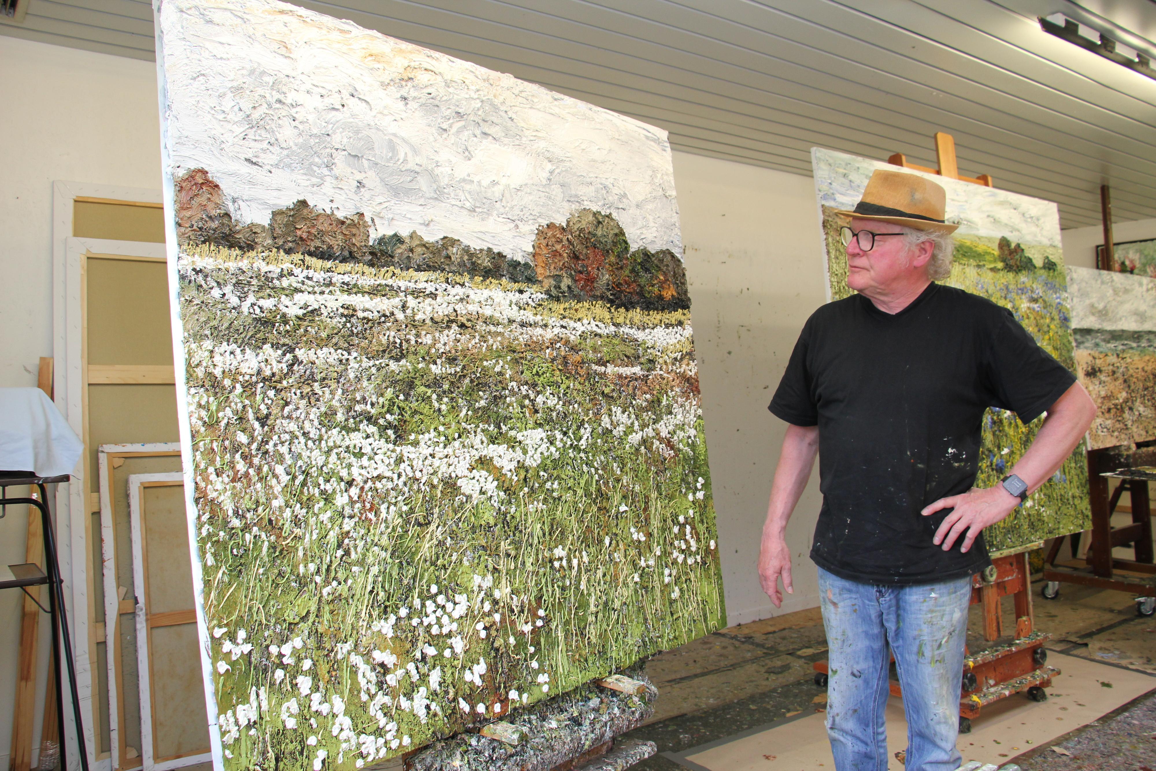 Wollgrasblüte im Telbraker Moor: Helmut Helmes lässt sich bei seiner Malerei auch von der idyllischen Landschaft rund um seine Heimatstadt inspirieren. Foto: Speckmann