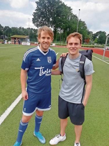 Seltenes Treffen: Joscha Wittstruck (links) und sein Cousin Tobias Ahrens. Foto: Georg Lilienthal
