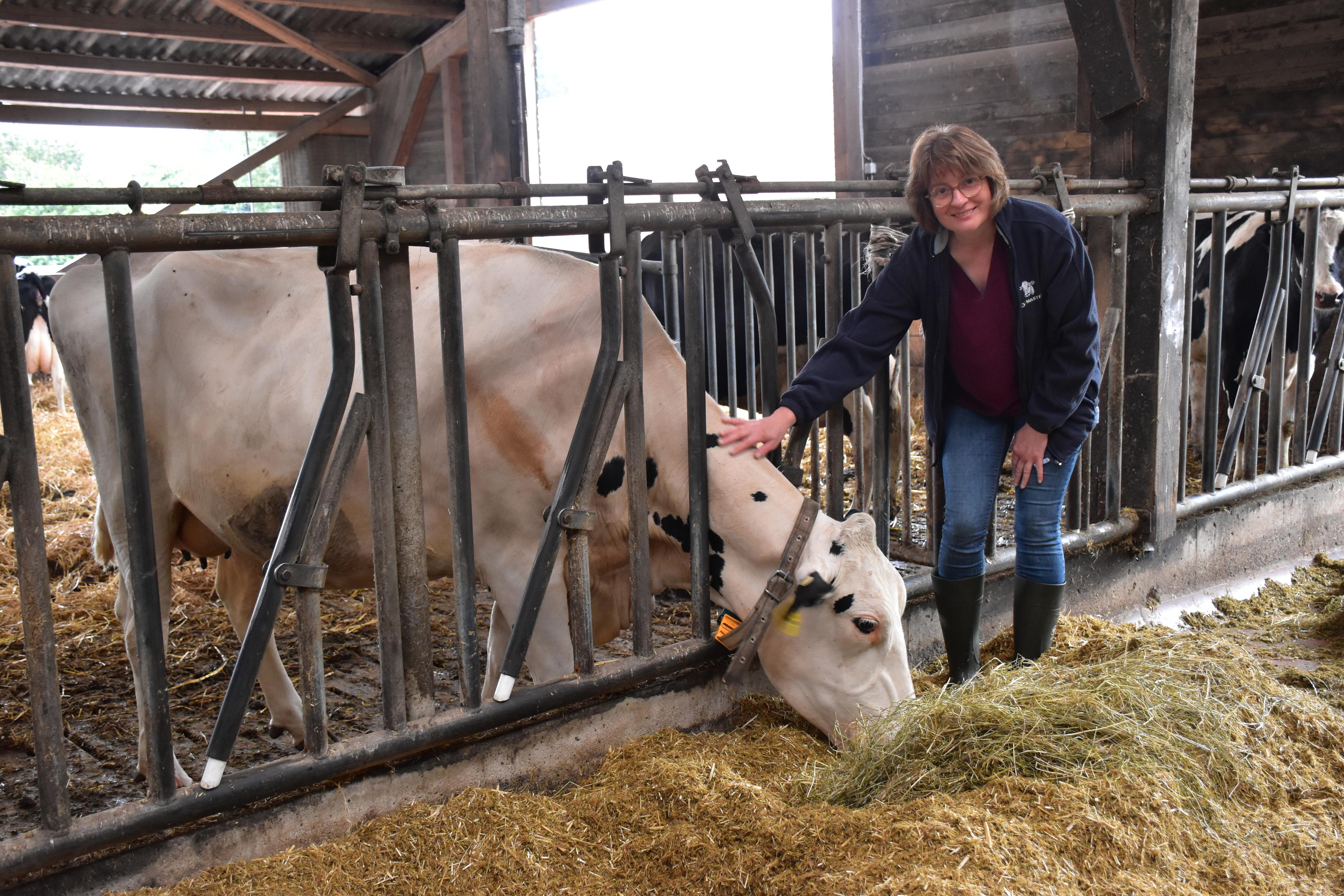 Sie liebt ihren Beruf: Landwirtin Mechthild Heil aus Fladderlohausen. Foto: Böckmann