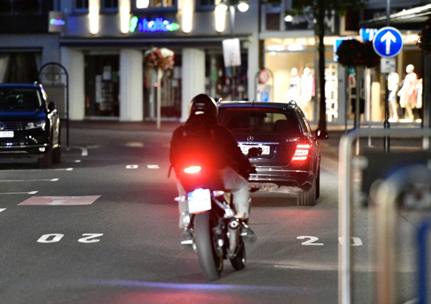Oft auf der Großen Straße zu schnell: Auto- und Motorradfahrer in Vechta. Foto:  M. Niehues