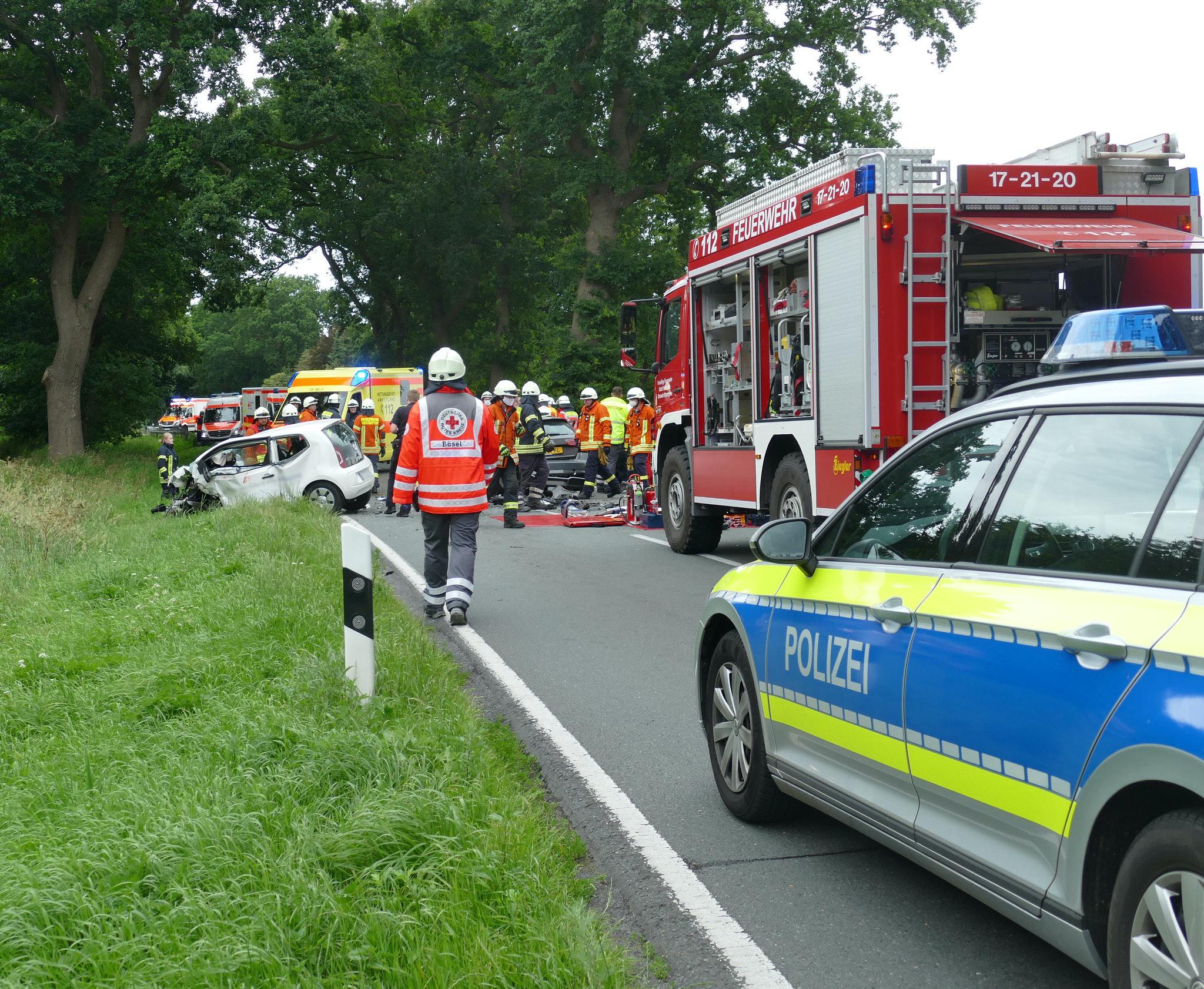 Frontalzusammenstoß: Bei einem Überholversuch stieß ein 31 Jahre alter Mann aus dem Saterland mit einem entgegenkommenden Fahrzeug zusammen. Foto: Stix