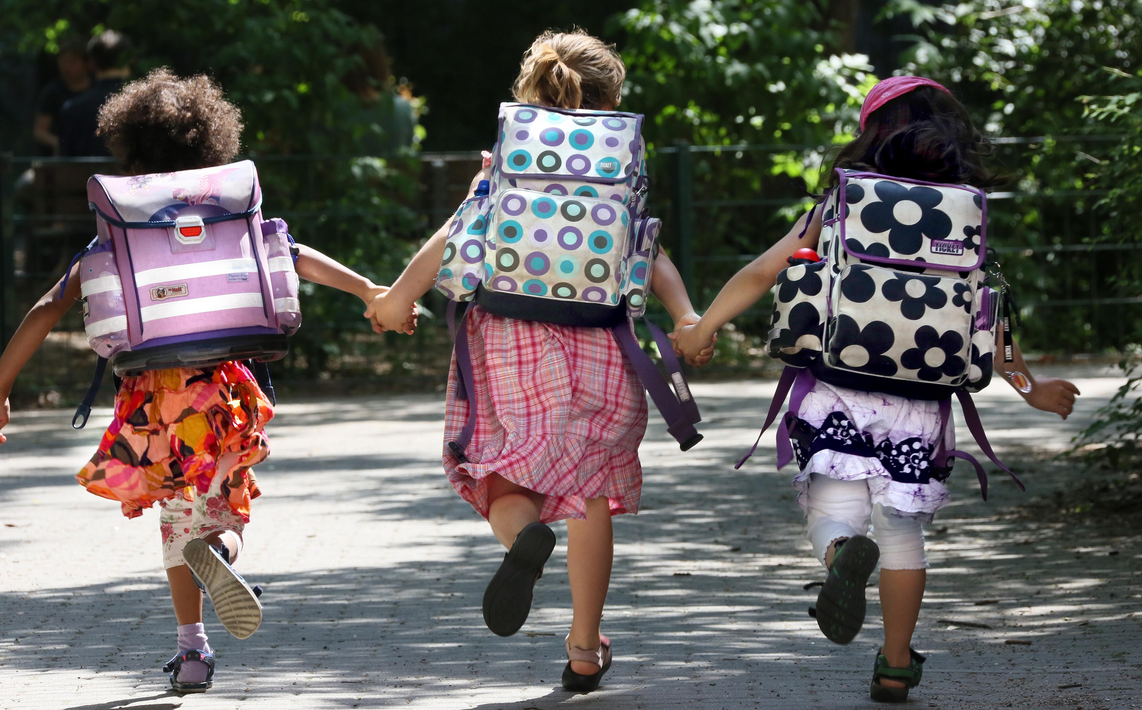Am 16. Juli beginnen die Sommerferien in Niedersachsen. Im Vorfeld soll in der Gemeinde Visbek der tatsächliche Betreuungsbedarf bei den Eltern abgefragt werden. Foto: dpa/Pilick
