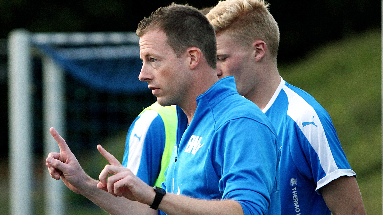 Klare Ansagen:Lohnes A-Jugendtrainer Andreas Hinrichs geht in seine vierte Saison bei BWL. Fotos: Schikora