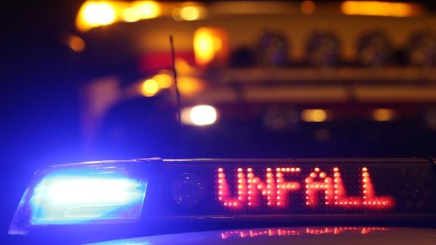 Betrunken am Steuer: Linderner fährt mit Auto gegen Baum