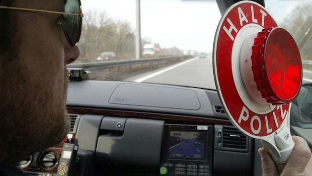 Polizei ermittelt gegen Verkehrsrowdy