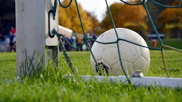 Kicken wieder erlaubt: Am Wochenende gehen wieder die ersten Punktspiele der Jugendfußballer über die Bühne. Foto: dpa
