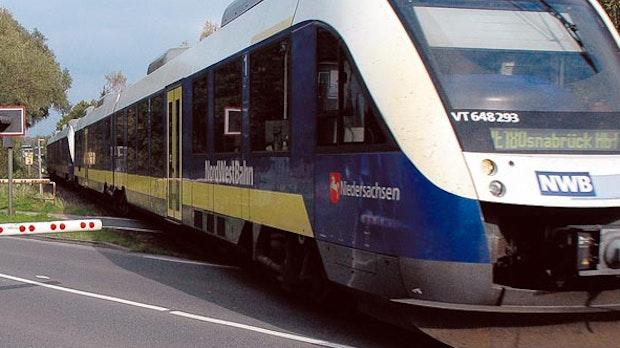 Nordwestbahn kollidiert in Cloppenburg mit umgekipptem Baum