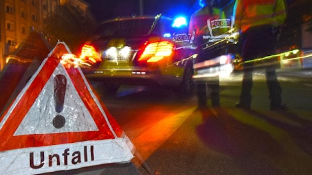 20-Jährige bespuckt und schlägt Polizisten nach gescheiterter Unfallflucht