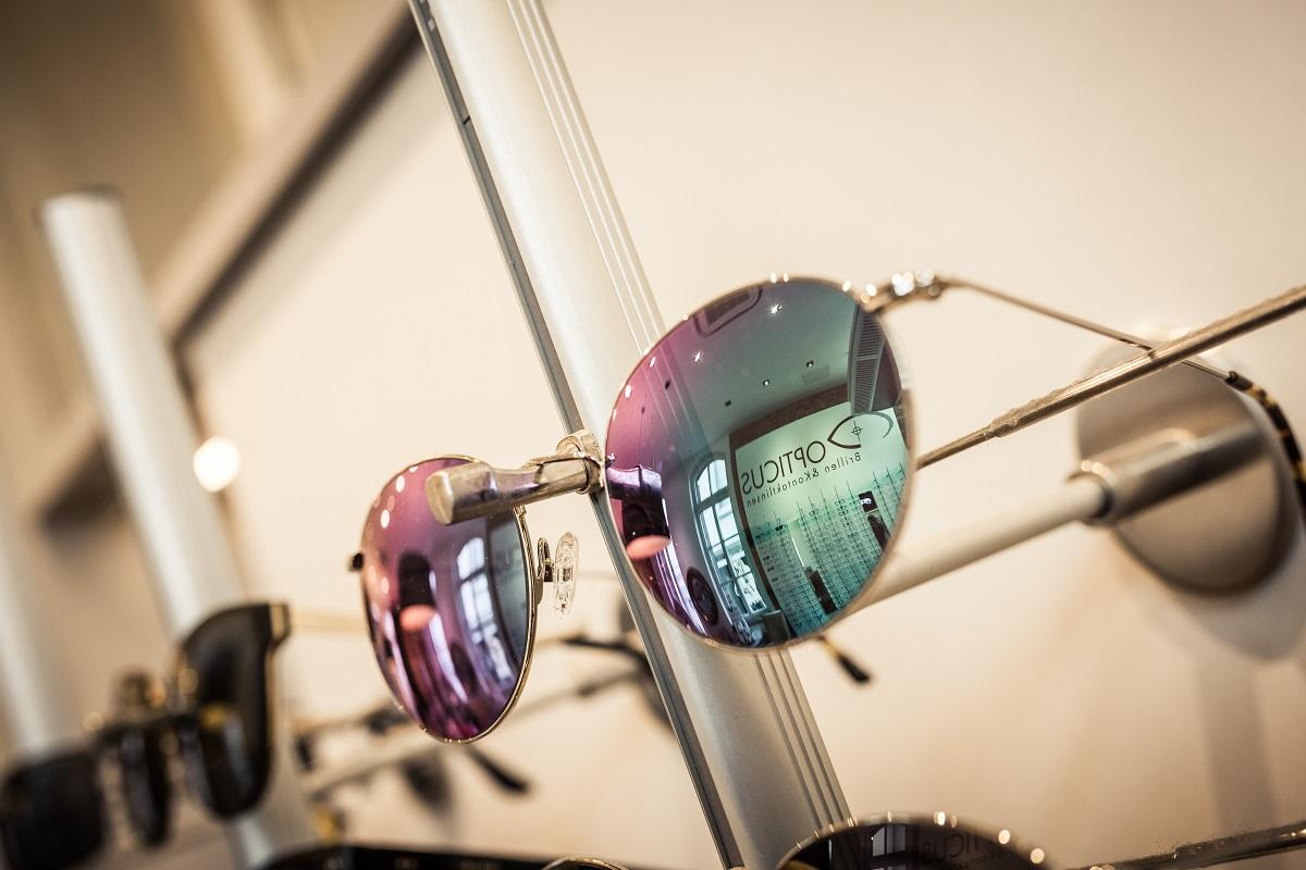 Begleiter an sonnigen Tagen: die Sonnenbrille. Foto: Timo Lutz Werbefotografie