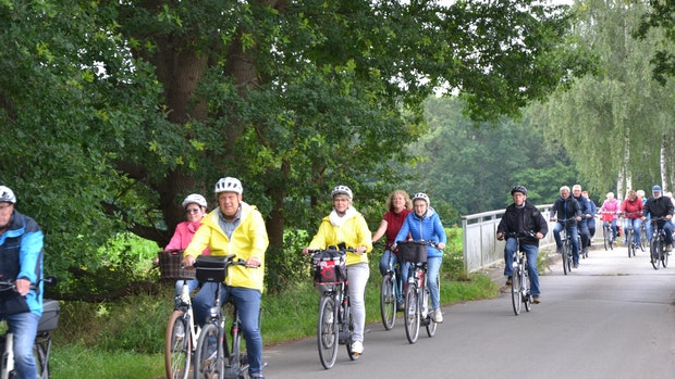 Mit E-Bikes durch (Bier-)Gärten radeln