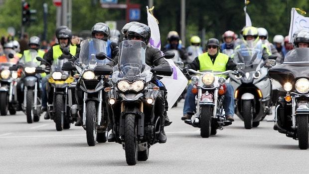 Biker wehren sich gegen drohendes Sonntags-Fahrverbot