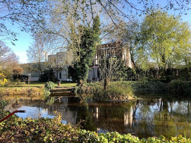 Das Künstler- und Atelierhaus von David Beavan in Steinfeld. Foto: privat