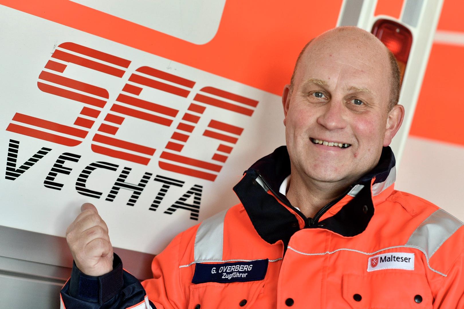 Die SEG kommt, wenn bei größeren Einsatzlagen Unterstützung gefragt ist: Georg Overberg vor einem RTW. Foto: M. Niehues