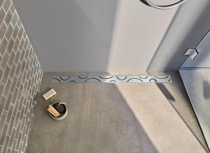 Für die Duschrinne stehen verschiedene Designabdeckungen zur Verfügung, die sie zu einem echten Hingucker machen. Foto: eprSchlüter-Systems