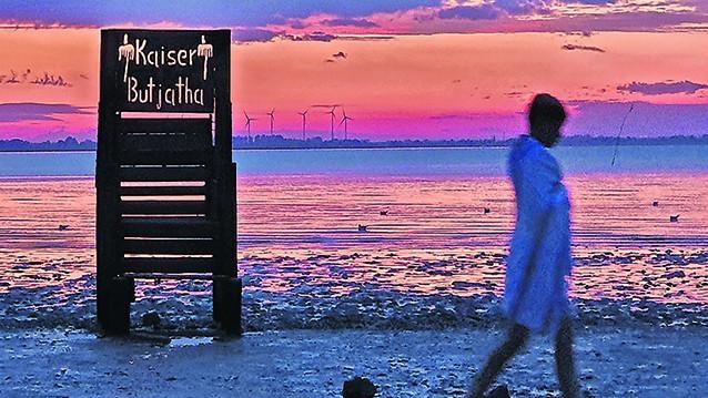 Der Abend in Dangast: Urlaub ist hier nur Gästen aus Niedersachsen erlaubt – wenn sie sich täglich testen lassen.